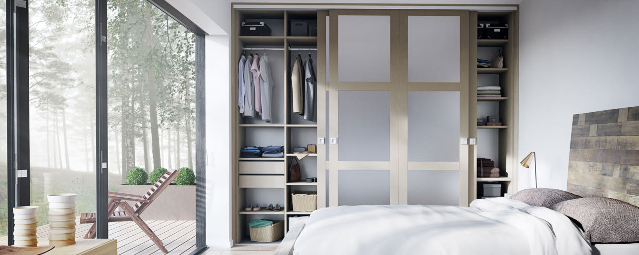 Wardrobe with slidingdoors | HTH